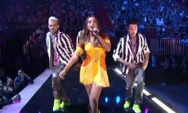 """Anitta apresenta versão salsa de """"Veneno"""" em performance no Premio Lo Nuestro 2019; assista"""