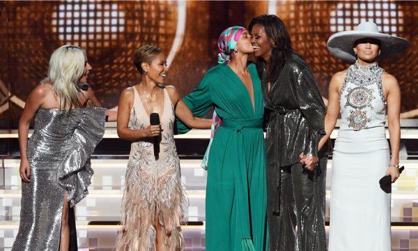 """Michelle Obama mostra troca de mensagens hilárias com a própria mãe após participar do """"Grammy 2019"""": 'Conheceu alguma das verdadeiras estrelas?'"""