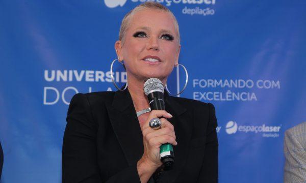 """Em evento, Xuxa se abre sobre críticas a sua aparência: """"O que me incomoda é a insatisfação das pessoas"""""""