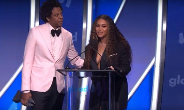 Beyoncé e Jay-Z fazem discurso EMOCIONANTE e homenageiam familiares ao receberem prêmio por apoio à comunidade LGBTQ; assista