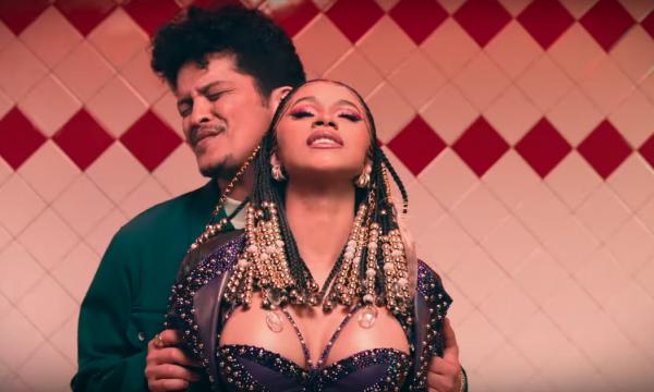 Bruno Mars e Cardi B se seduzem MUITO no clipe mara de 'Please Me'; vem assistir!