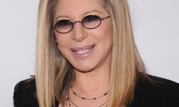 """Barbra Streisand esclarece declarações polêmicas que fez sobre supostos abusos cometidos por Michael Jackson: """"Doloroso de ouvir"""""""