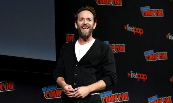 Família de Luke Perry teria desligado aparelhos que o mantinham vivo, diz site; filho do ator fala sobre a morte do pai pela primeira vez