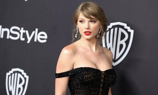 Taylor Swift escreve carta fofa e manda buquê de flores para fã que sofreu grave acidente; veja vídeo
