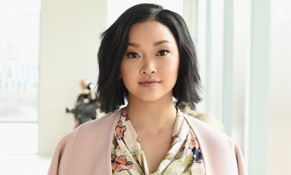 """Lana Condor se abre sobre distúrbios alimentares e representatividade asiática em Hollywood: """"É duro"""""""