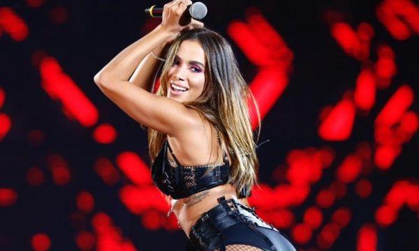 """Diva poliglota! Anitta anuncia lançamento do álbum visual """"Kisses"""", com músicas em três idiomas; confira!"""