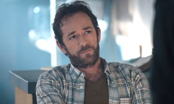 """""""Riverdale"""": Luke Perry ganha homenagem em primeiro episódio exibido após sua morte; confira!"""