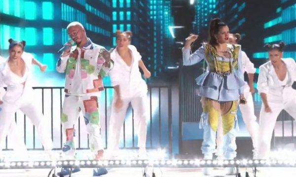 """Rosalía faz apresentação bapho de """"Con Altura"""" ao lado de J Balvin e El Guincho no """"Billboard Latin Music Awards 2019""""; assista!"""
