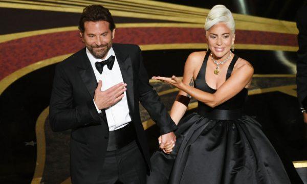 """Bradley Cooper tem uma ideia interessante para apresentar com Lady Gaga as músicas de """"Nasce Uma Estrela"""" ao vivo; saiba detalhes!"""