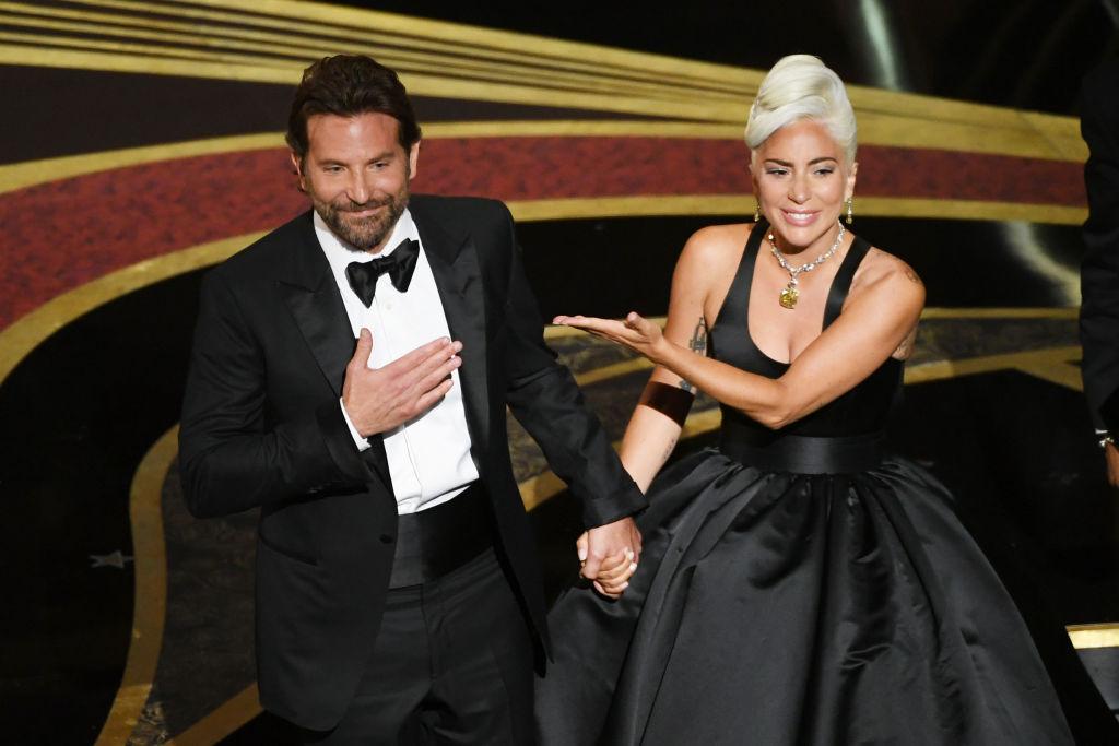 """Bradley Cooper tem uma ideia interessante para apresentar com Lady Gaga as músicas de """"Nasce Uma Estrela"""" ao vivo; saiba detalhes!>"""