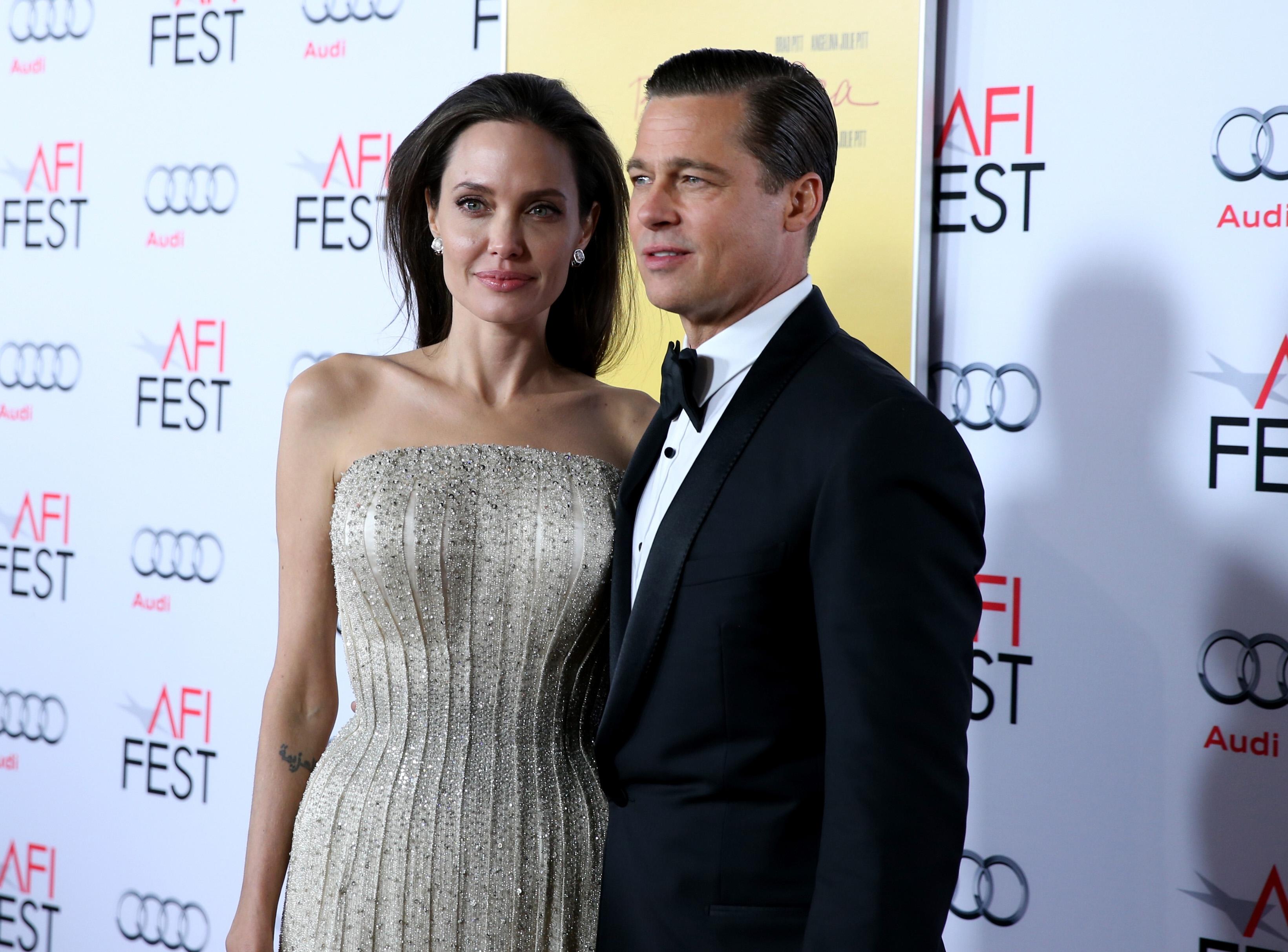 e85bec9383a4 Superação? Angelina Jolie retira oficialmente sobrenome de Brad Pitt ...