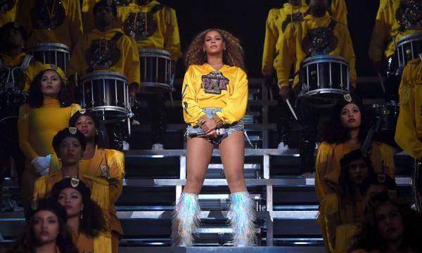 """Após """"Homecoming"""", Beyoncé estaria planejando turnê mundial """"épica"""" para o próximo ano, diz jornal"""