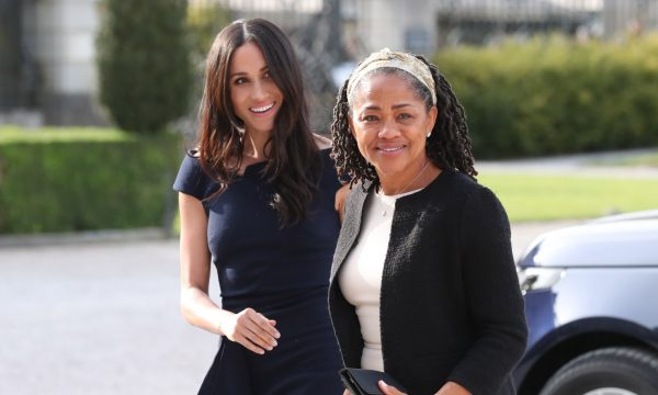 Mãe de Meghan Markle, Doria Ragland, chega em Londres para acompanhar o nascimento do neto; saiba os detalhes!