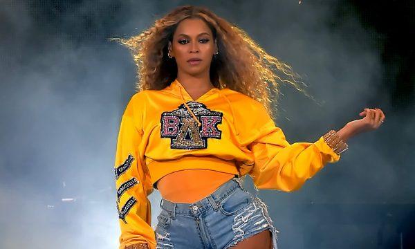 """OMG! Netflix faz anúncio misterioso de """"Homecoming"""" e fãs especulam sobre documentário de Beyoncé no Coachella"""
