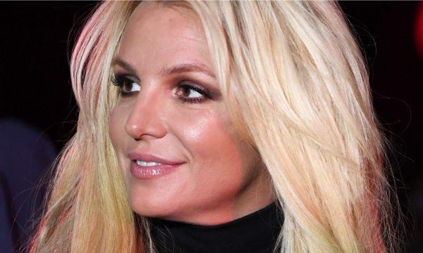 Britney Spears é flagrada saindo de clínica psiquiátrica e preocupa fãs; entenda o caso