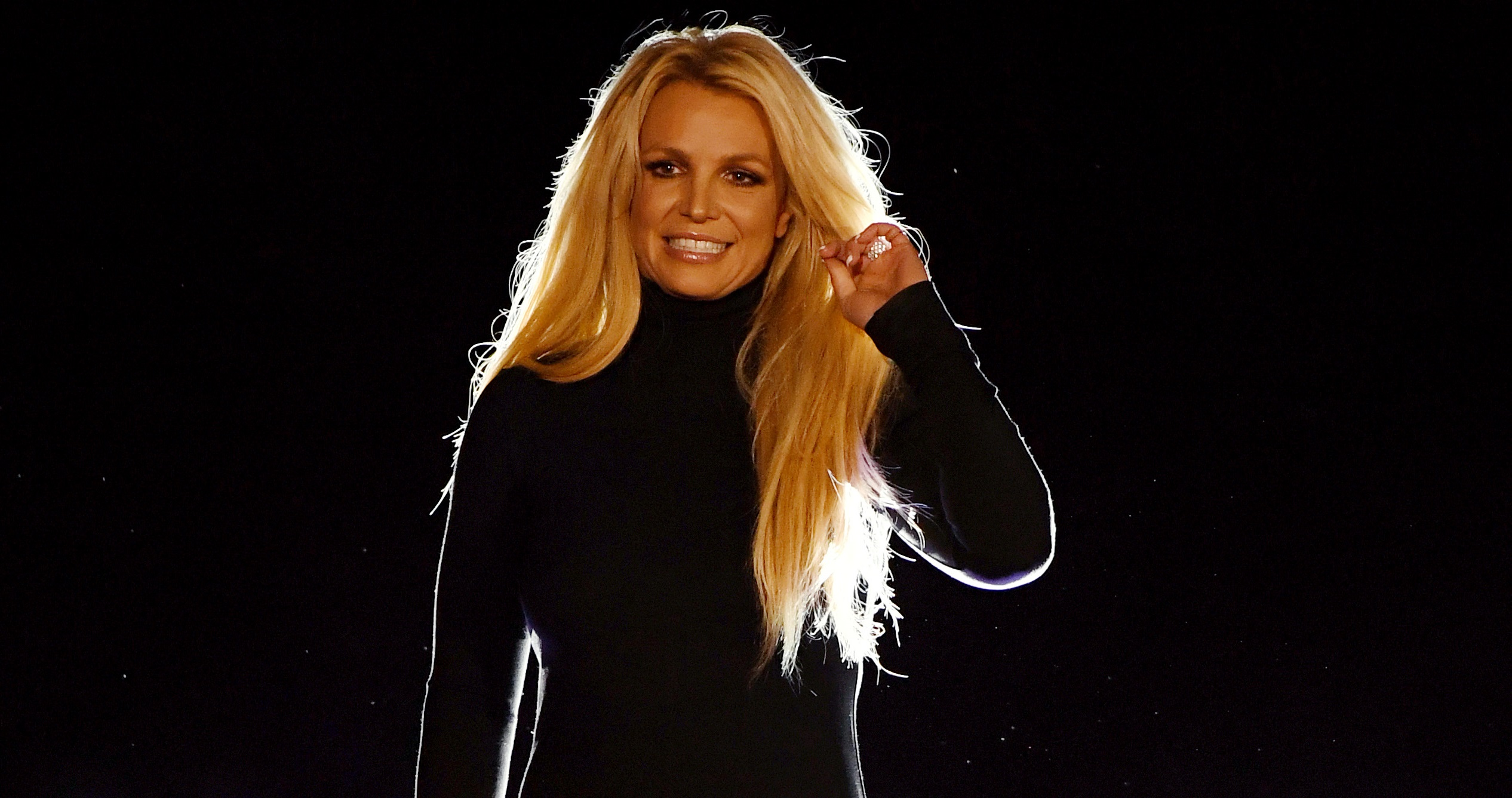 Após quase um mês internada, Britney Spears deixa clínica psiquiátrica com namorado; vem ver!>
