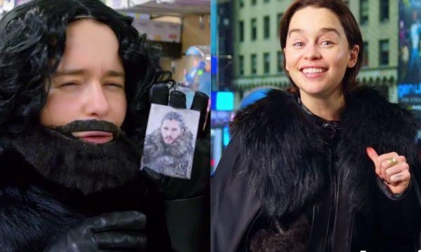 Em vídeo HILÁRIO, Emilia Clarke passeia pelas ruas de Nova York fantasiada de Jon Snow — e ninguém a reconhece! Assista