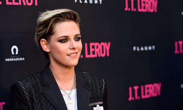 "Kristen Stewart revela ter se sentido pressionada a falar sobre sexualidade após sucesso de ""Crepúsculo""; confira!"