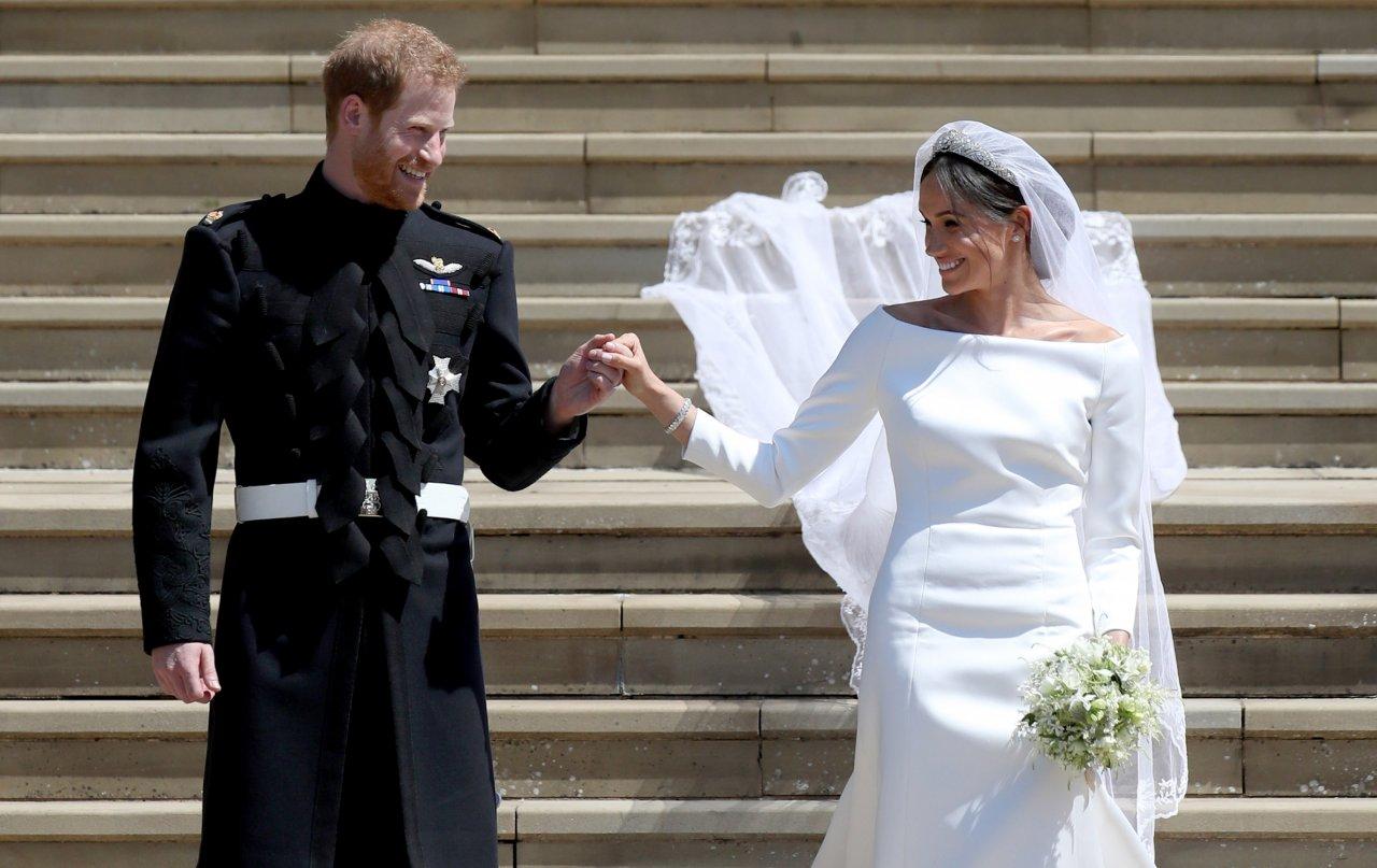Príncipe Harry e Meghan Markle comemoram primeiro aniversário de casamento com fotos inéditas e dos bastidores do grande dia; vem ver!>