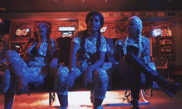 """Mc Loma e as Gêmeas Lacração estão empoderadas e dançando muito no clipe de """"Ela Me Usa e Abusa""""; assista"""