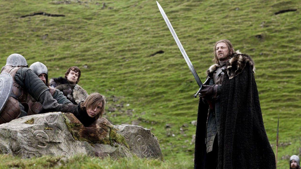 """""""Game of Thrones"""": Fãs afirmam que primeiro episódio da série tinha """"pista"""" sobre quem ficaria no trono; saiba os detalhes!"""