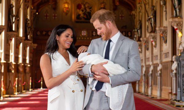 Príncipe Harry e Meghan Markle quebram outra tradição real com carrinho de bebê de Archie; saiba os detalhes