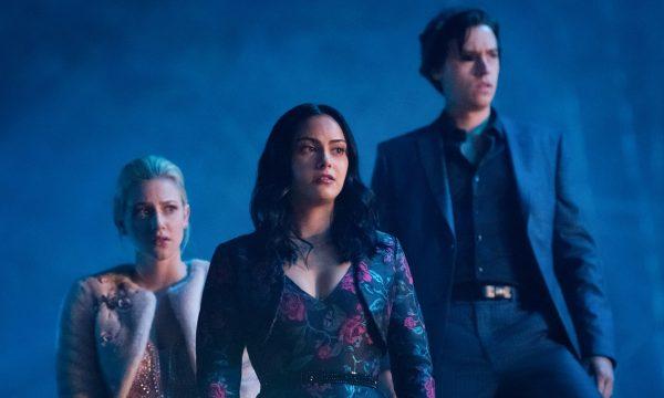"""[Alerta Spoilers] """"Riverdale"""": Último episódio da 3ª temporada é marcado por reviravoltas e revelação do verdadeiro Rei Gárgula"""