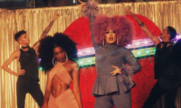 """SAIU! Gloria Groove e Iza são duas fugitivas babadeiras no clipe novo da drag queen, """"YoYo""""; vem assistir!"""