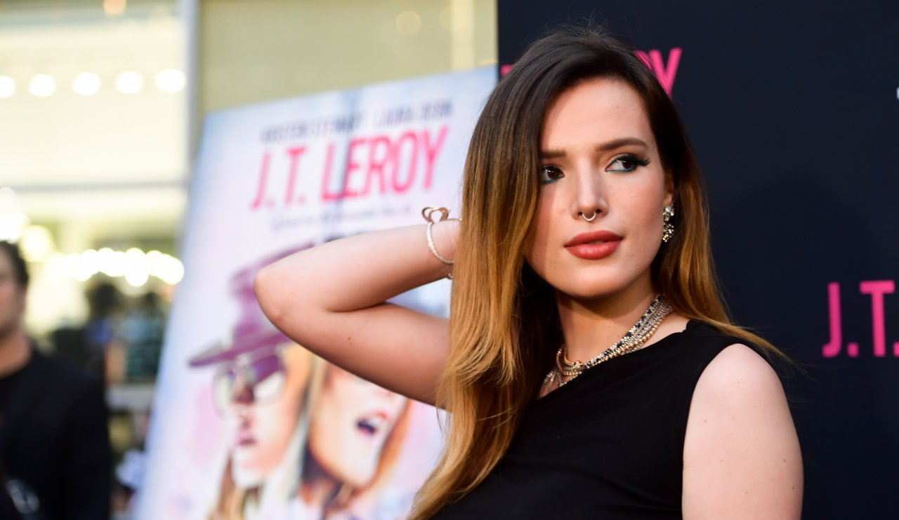 """Bella Thorne publica suas próprias nudes após ser ameaçada por hacker: """"Tome muito cuidado""""; entenda>"""