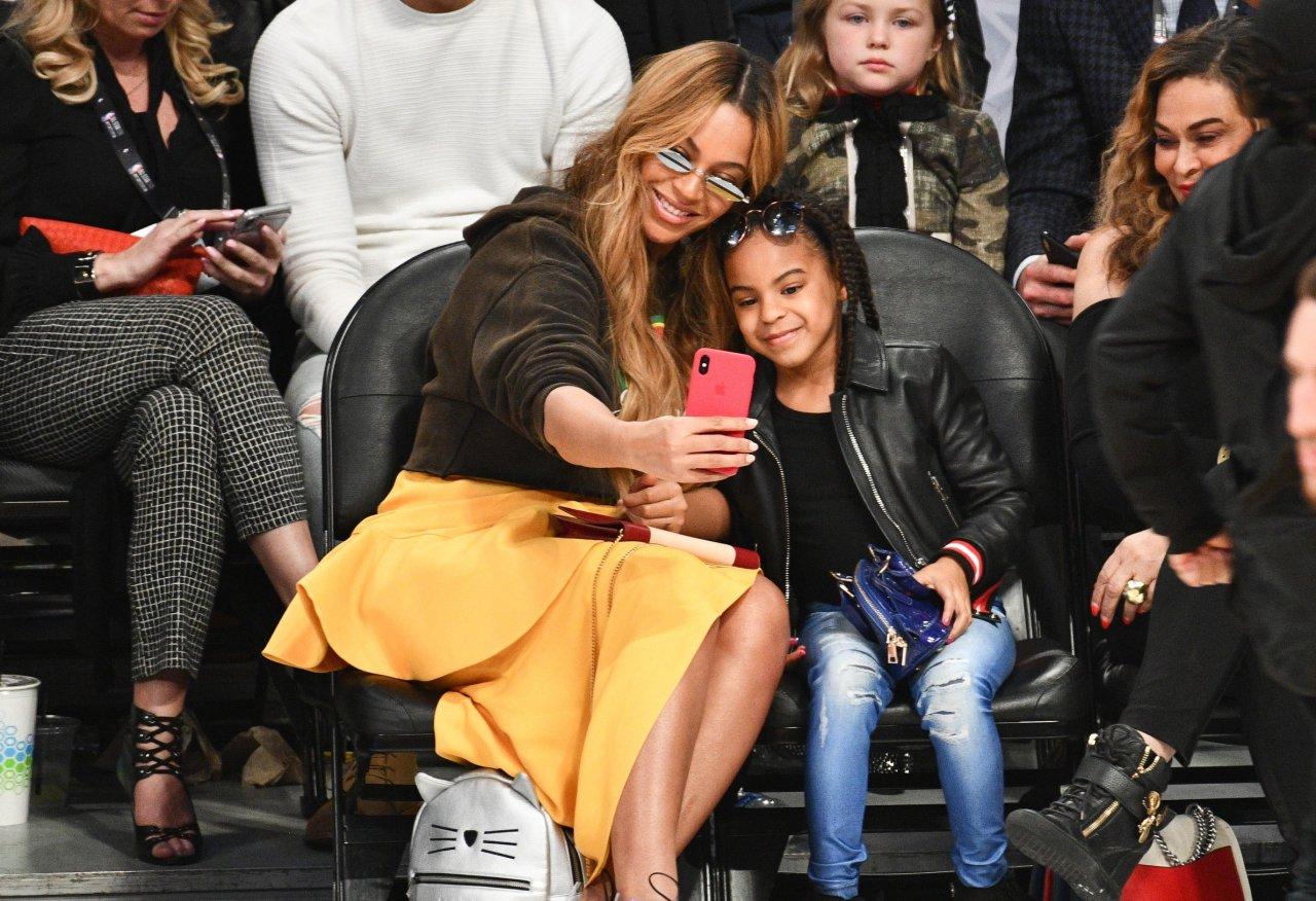 Uau! Blue Ivy arrasa na coreo com direito a espacate, ao som de música da mãe, Beyoncé, em recital de dança; assista>