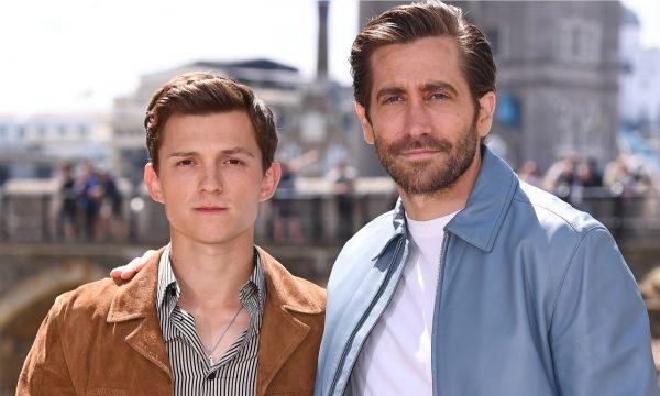 """Tom Holland relembra ignorada dada em Robert Downey Jr. e explica por que precisou acalmar Jake Gyllenhaal no primeiro dia de gravações de 'Homem-Aranha: Longe de Casa': """"Entrou em pânico"""""""