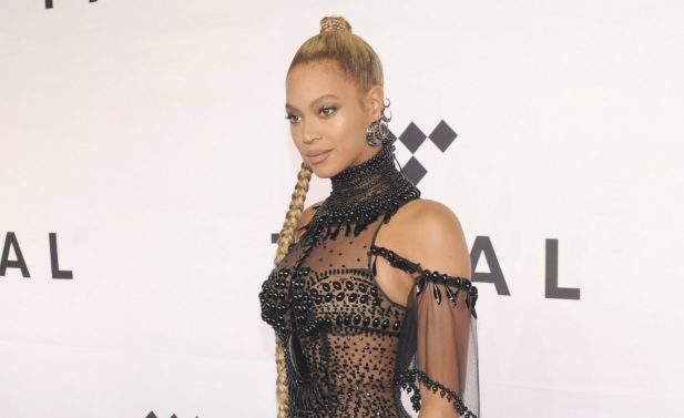 Sem defeitos! Em foto nunca vista antes, Beyoncé aparece impecável com os gêmeos Sir e Rumi; confira!