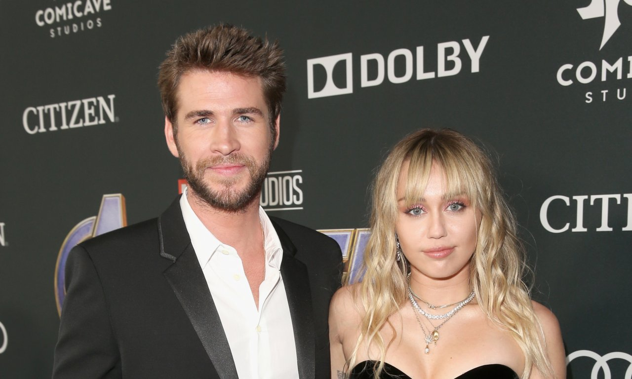 Liam Hemsworth descobriu sobre término oficial com Miley Cyrus pelas redes sociais, diz site | Hugo Gloss