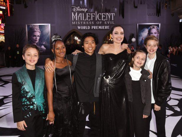 """Mãezona! Angelina Jolie se emociona com comentário de Michelle Pfieiffer sobre maternidade: """"Não me faça chorar!"""""""
