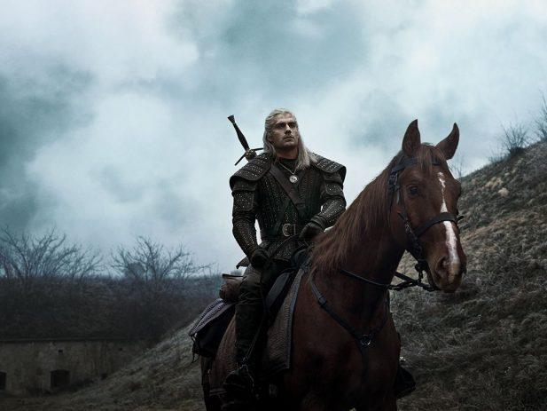 """SAIU! Com Henry Cavill de protagonista, """"The Witcher"""" ganha primeiro e fantástico trailer! Vem assistir e conferir a nova aposta da Netflix!"""