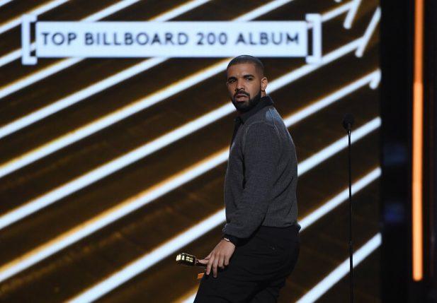 Vídeo: Drake é vaiado e interrompe show surpresa em festival; assista