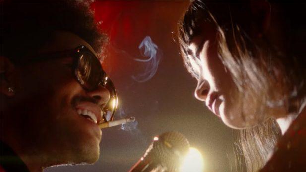 """The Weeknd continua nova era """"caótica"""" com lançamento do clipe INCRÍVEL de """"Blinding Lights""""; vem assistir!"""