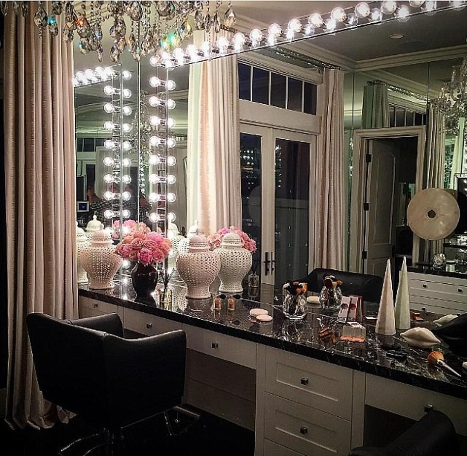 28857306-8358273-The_reality_star_has_a_decked_out_glam_room_inside_the_six_bedro-a-91_1590534893209
