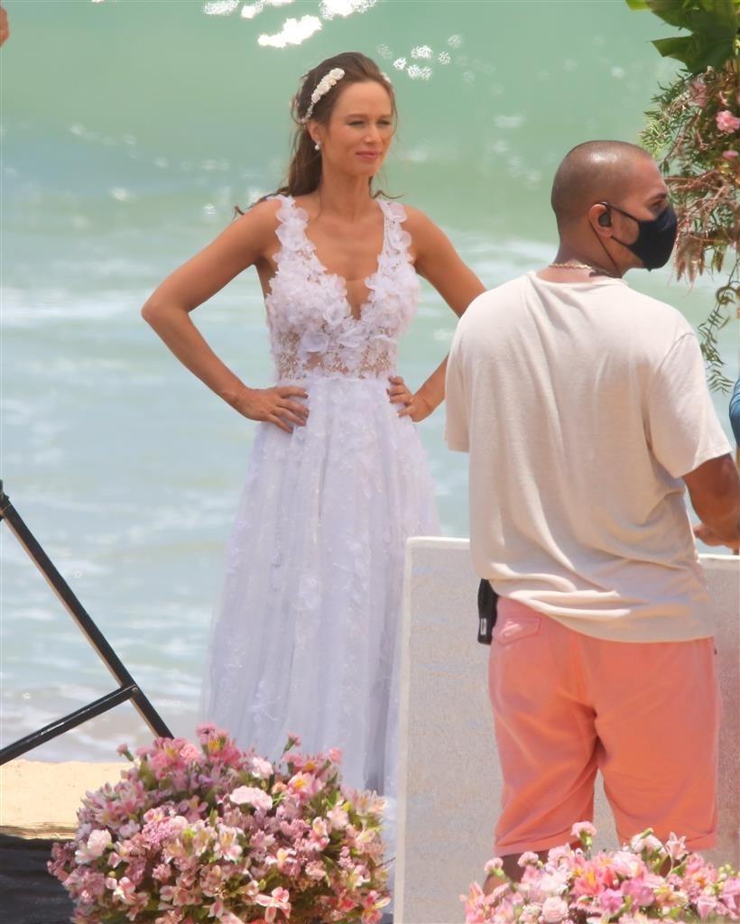 *EXCLUSIVO* Mariana Ximenes e João Baldasserini gravam na Praia de grumari no Rio de Janeiro.