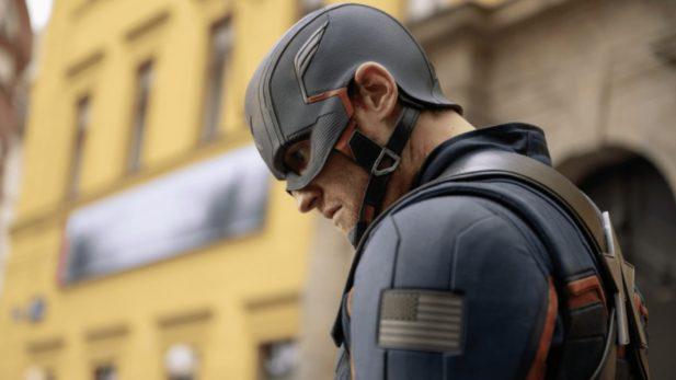 Falcão e o Soldado Invernal: John Walker usa escudo do Capitão América de forma chocante e fãs se revoltam na web; ator comenta reação do público