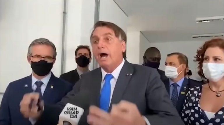 Presidente Jair Bolsonaro fala sobre as 500 mil mortes por covid-19 no Brasil e ataca jornalistas ao ser questionado sobre o uso da máscara