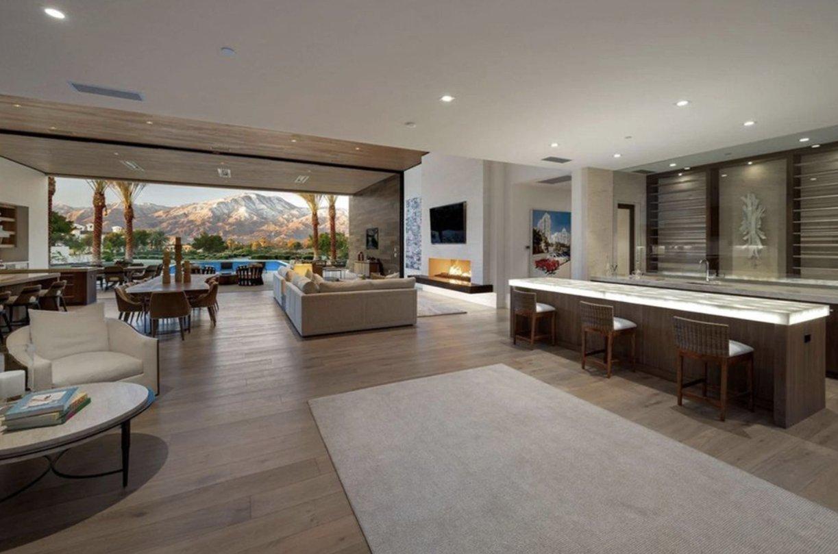 """Kourtney Kardashian compra uma mansão na Califórnia por R $ 60 milhões para ser seu """"ninho de amor"""".  (Foto: corretor de imóveis)"""