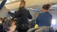 Dois Passageiros Brigaram Por Quem Teria O Apoio De Braco Do Assento Antes Do Aviao Da United Airlin