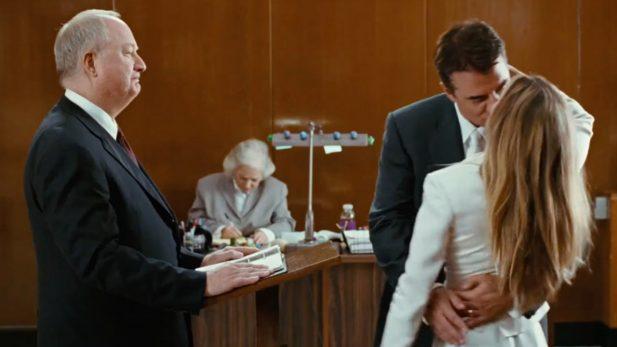 """Sr. Big e Carrie Bradshaw se casaram no primeiro filme de """"Sex and the City"""". (Foto: Reprodução/YouTube)"""