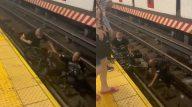 Homem pula nos trilhos e salva cadeirante segundos antes do trem passar. (Reprodução/Twitter)