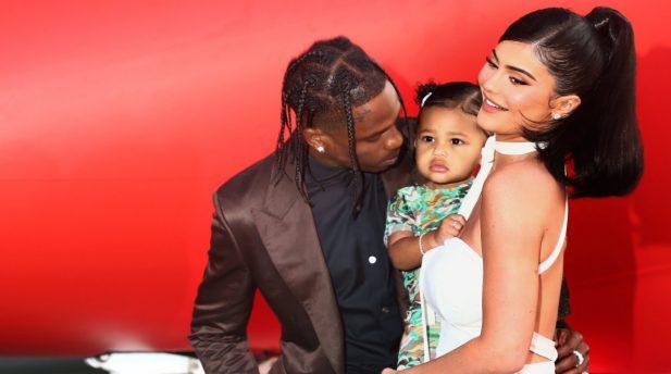 Kylie Jenner e Travis Scott são criticados após comprarem presente inusitado para a filha Stormi. (Getty)