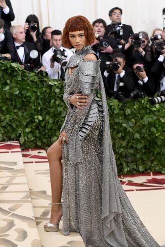 A atriz chamou atenção no red carpet em 2018. (Foto: Getty)